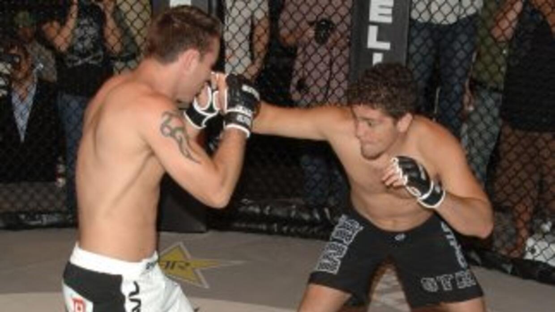 Nick Díaz (derecha) probará suerte en el boxeo.