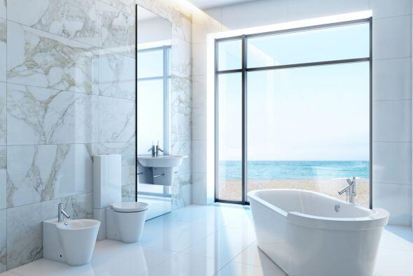 No decores demasiado. Procura que el 40% de tu baño esté v...