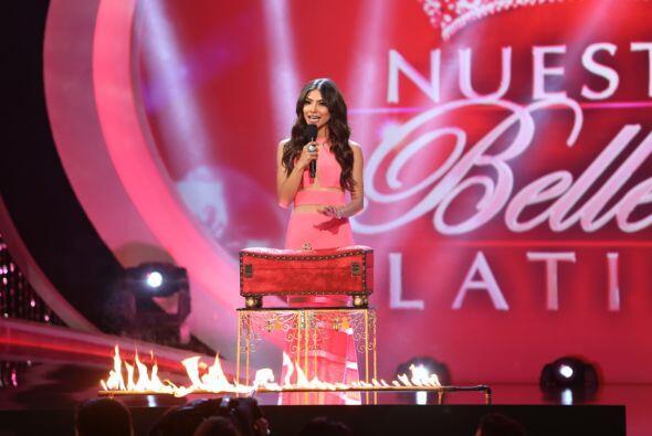 """Alejandra Espinoza se mostró muy seria en la etapa de la """"Caja de Pandora""""."""