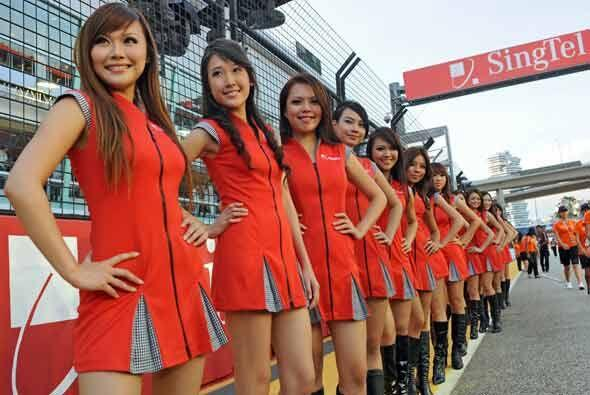 El Gran Premio de Singapur arrancó con un toque de la belleza asiática.