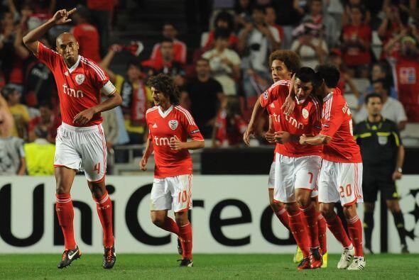Bryan Ruiz hizo más honrosa la derrota del Twente, pero el 3-1 final, 5-...