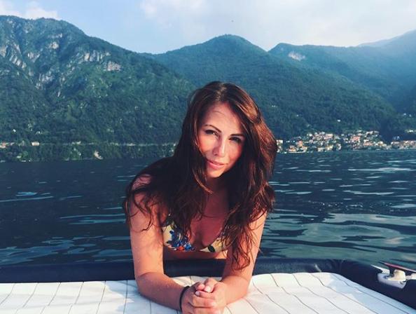 Maria Komandnaya será quien acompañe al exfutbolista Gary...