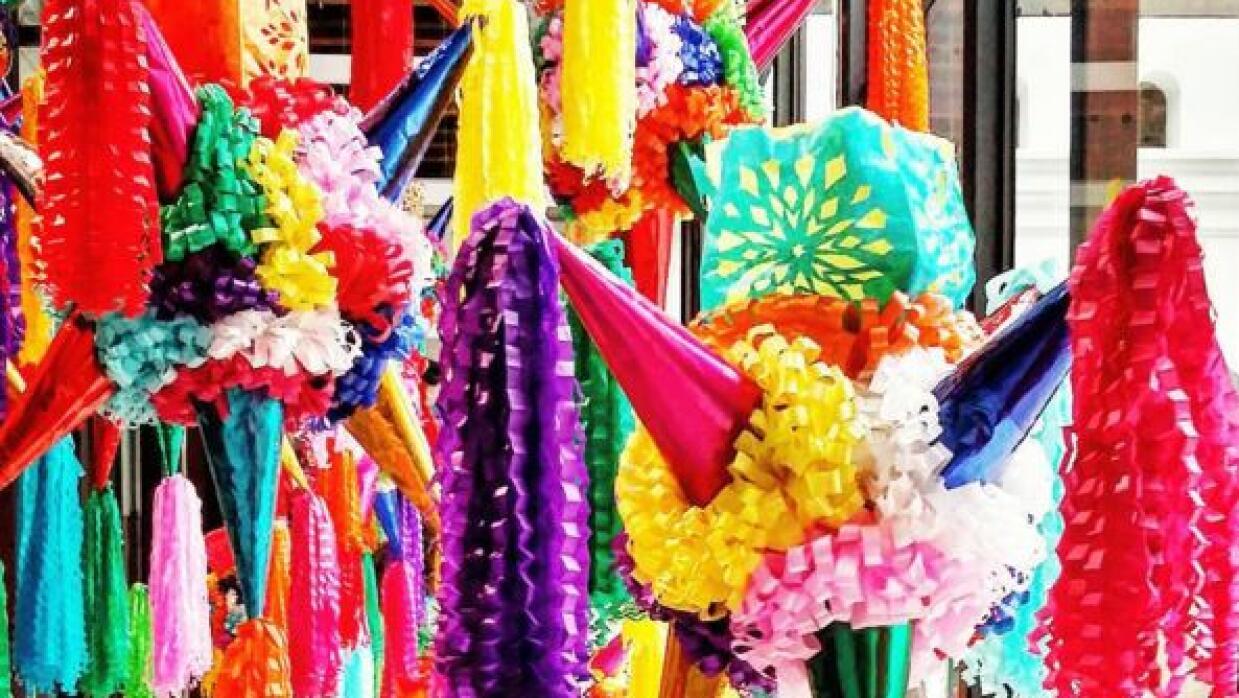 ¡Lo que no puede faltar en una navidad a la mexicana! pi%C3%B1ata.JPG