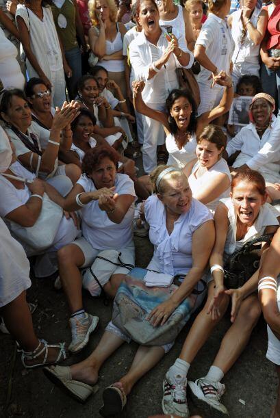 En múltiples ocasiones las Damas de Blanco han sido víctimas de acoso, a...