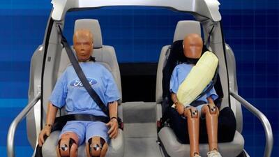 el cinturón inlfable de Ford está siendo patentado para compartirlo con...