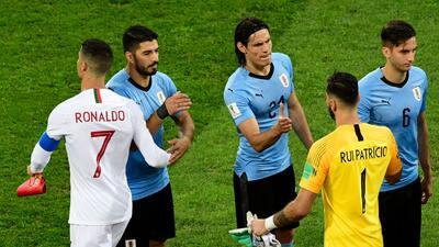 En fotos: el vital trabajo de Edinson Cavani contra Portugal con goles de oro puro