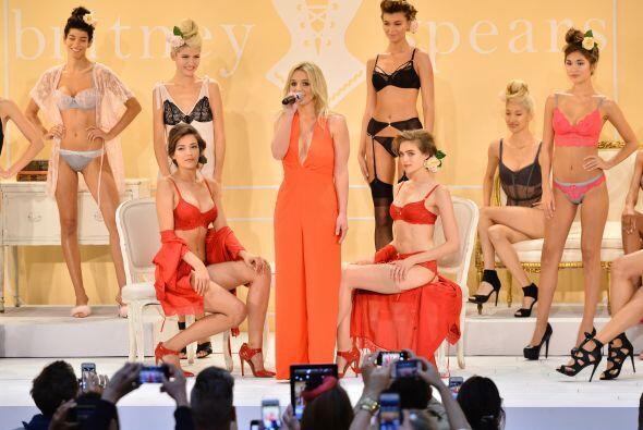 Otra estrella que debutó en la Semana de la Moda fue Britney Spears.