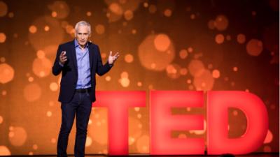 Jorge Ramos, durante su plática en TED.