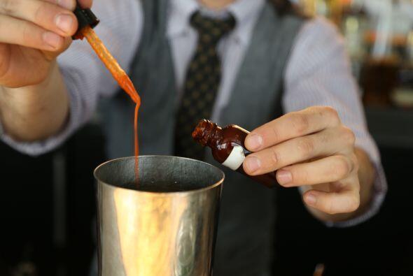 Dos gotas de salsa picante o Sriracha