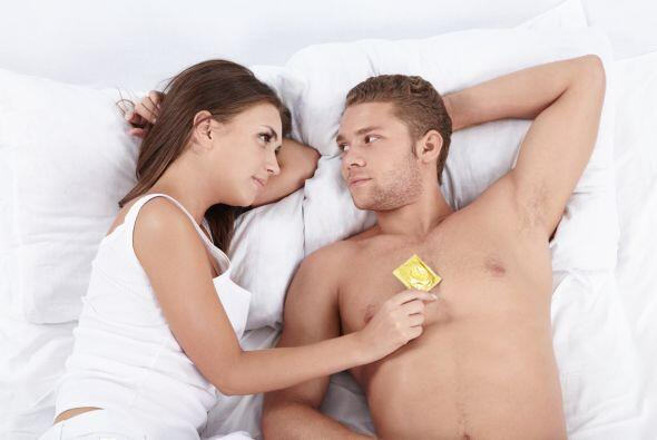 Los preservativos, o condones, masculinos son la manera más común  por s...