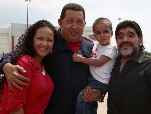 En julio de 2010 el técnico de Argentina Diego Maradona colmó de alabanz...