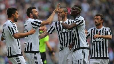 La Juventus golea 4-0 al Palermo y roza el título; Totti salva empate para la Roma