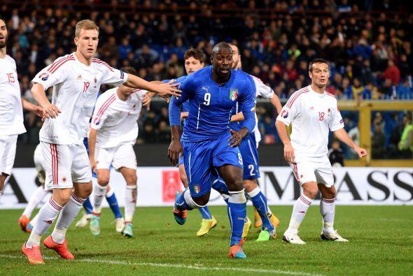 Italia también sufrió para imponerse a Albania.