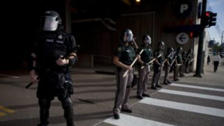 La policía de Denver está en la mira y los latinos, están divididos.