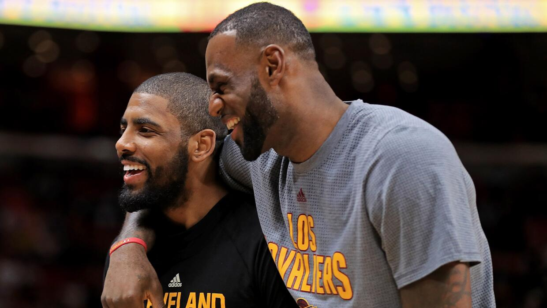 LeBron y Kyrie ganaron un campeonato juntos en el 2015-2016.