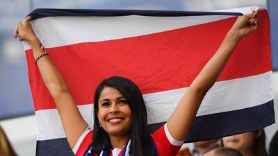 Fanáticas costarricenses y serbias llegaron a Samara a vivir el debut de sus selecciones