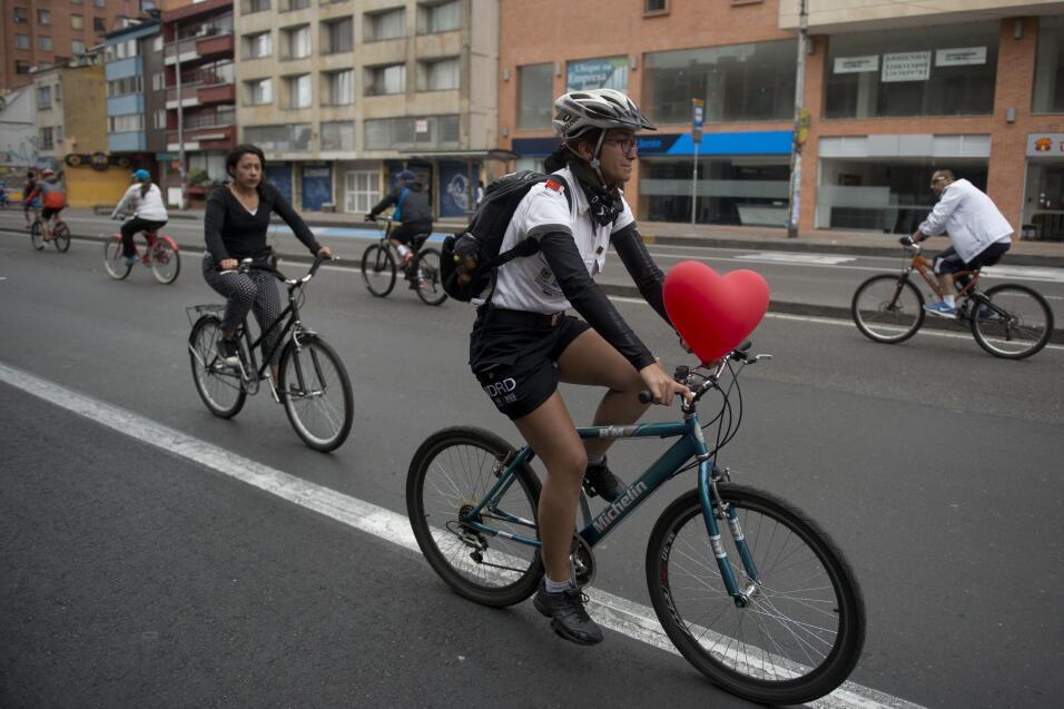 Caminar o andar en bicicleta, ¿qué es mejor ejercicio? GettyImages-45577...