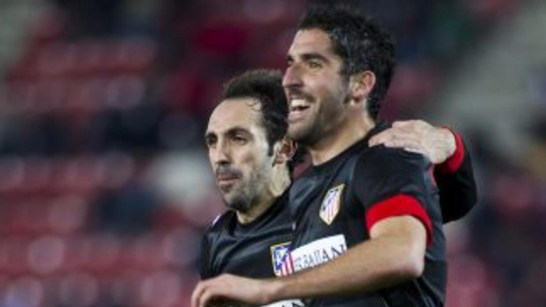 Raúl García marcó dos goles para los 'Colchoneros' en los minutos finale...