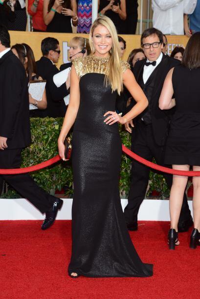 El vestido de Katrina Bowden hubiera sido maravilloso, de no ser por ese...