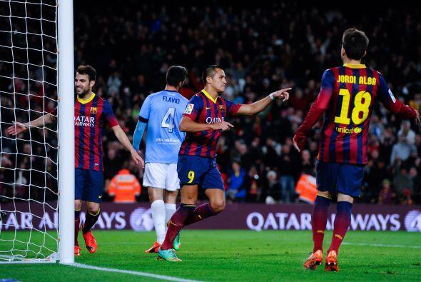 Pedro logró el segundo tras recibir un pase de Leo Messi hacia la izquie...