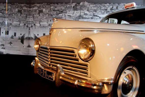 Taxi Peugeot 203 1954 La influencia francesa en Africa después de la II...