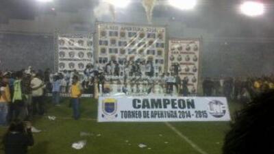 Comunicaciones celebra su vigésimo noveno campeonato. (Foto twitter)