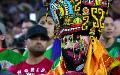 Aficionados mexicanos y catrachos colmaron las gradas del imponente Univ...
