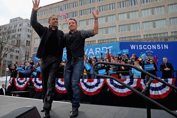 Bruce Springsteen, el rockero por excelencia, acompañó a B...