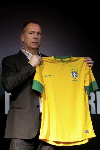 Mano Menezes, DT de la 'canarinha', también estuvo presente.