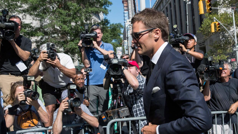 El QB llegando a la corte federal donde apeló la suspensión que le aplic...