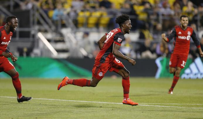 Tosaint Ricketts, del Toronto FC, celebra su gol ante el Crew de Columbu...