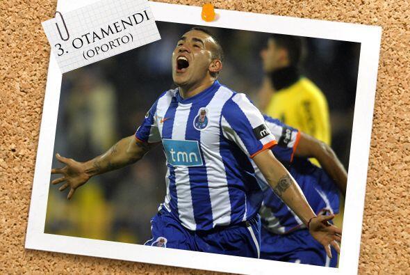Sigue el argentino Nicolás Otamendi, futbolista del Oporto.