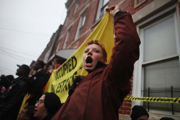 En Nueva York, marcharon a través de un barrio residencial en el distrit...