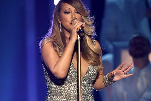 Mariah Carey también lució bellísima sobre el escenario.