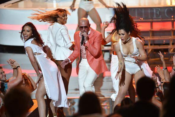 El rapero Pitbull puso su toque latino en la ceremonia.