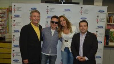 Ambas estrellas participaron en la donación de $15 mil dólares en instru...