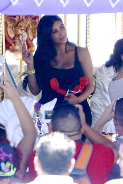 Kim saludó a todos sus fans.