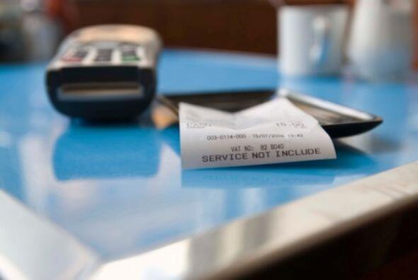 Solución- Paga tus facturas mensuales a tiempo. Además, revisa periódica...