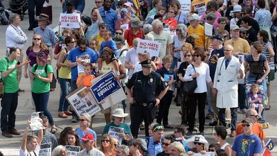 Familias se unen a una manifestación en abril en contra de la ley HB2 en...