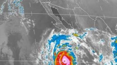 Imagen de satélite del huracán Simón provista por la Comisión Nacional d...