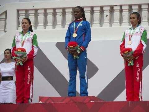 La cubana Rose Mary Almanza triunfó en la prueba femenil de los 8...