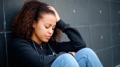 Las mujeres serían más propensas a hacerse daño durante la adolescencia