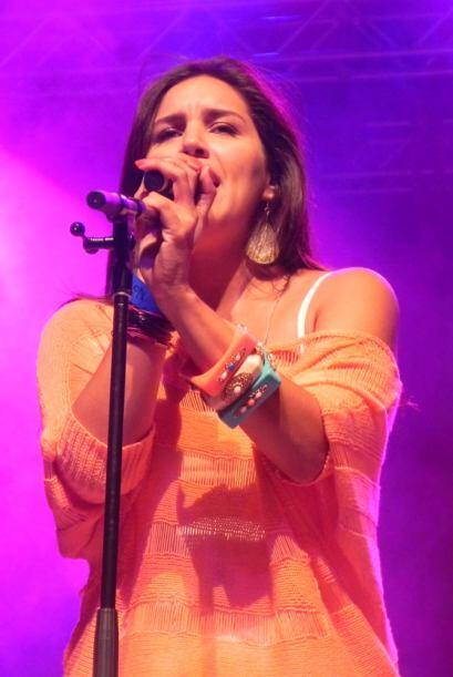 La primera en subir al escenario fue la bella cantante Norka, que con se...