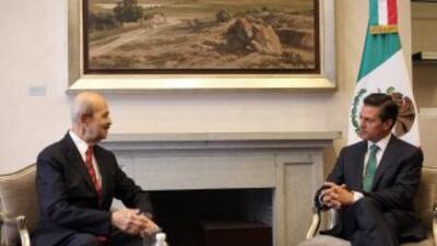 El Presidente Enrique Peña Nieto recibió esta mañana en Los Pinos al Gob...