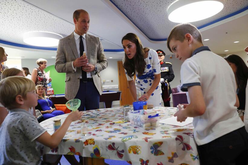 En una visita al Keech Hospice en Luton, Inglaterra, el 25 de agosto de...
