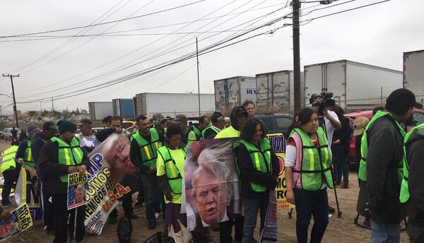 La Alianza Migrante de Tijuana se manifiesta en la frontera por la llega...