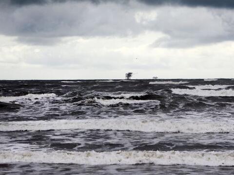 La tormenta tropical Karen seguía el sábado su camino en e...