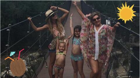 Geraldine Bazán con sus hijas en la playa