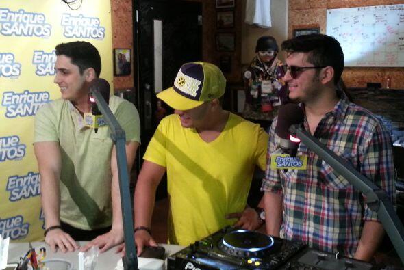 Los muchachos de Grupo Treo pasaron por los estudios de Mix 98.3 y el sh...