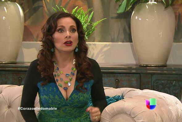 Lucía se pone nerviosa, Octavio podría descubrir que ella le ha estado m...